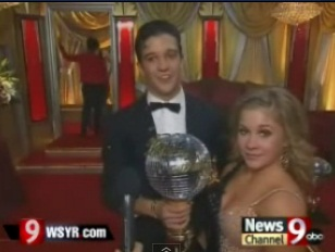 "Shawn Johnson wins ""Dancing With The Stars"""