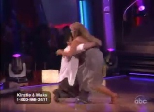 """Kirstie Alley takes a tumble on """"Dancing with the Stars"""""""